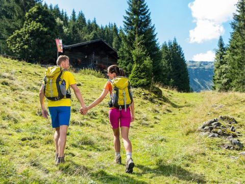 Happy together beim Wandern in Saalbach Hinterglemm